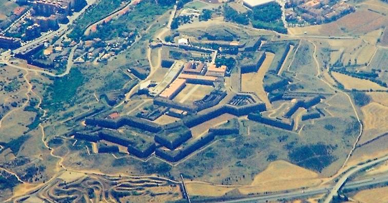 Fotografía aérea del Castillo de San Fernando en Figueras, Girona