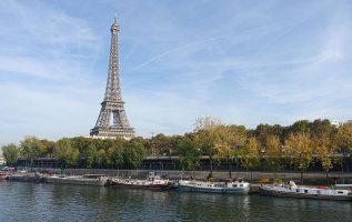 Fotografía de la Torre Eiffel desde el río Sena